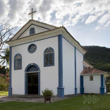 Fachada da capela dedicada ao Rei São Luis IX. Foto de Cristiano Mascaro