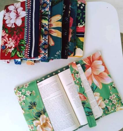 Capas para cadernos e livros da Florart com estampas floridas.