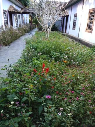 Jardim interno de outono da Fazenda Alliançaa.